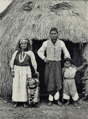 157j. A_family_of_Araucauians_(Chile)