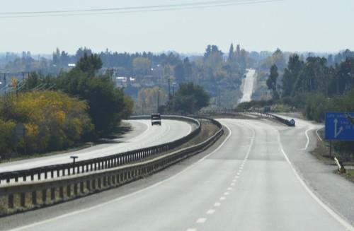 162u. po przekroczeniu rzeki Renaico wielkie odwrocene S autostrady