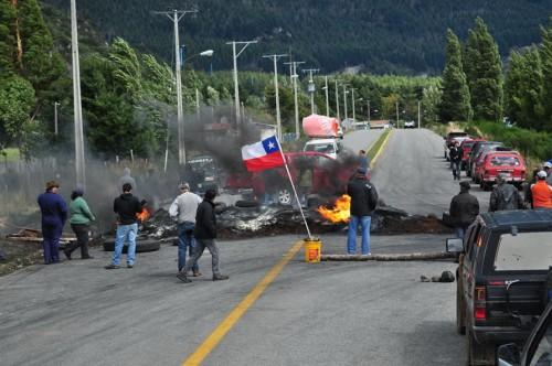 chile-patagonia-road-block-strike1